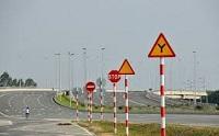 Chấp hành báo hiệu đường bộ được quy định như thế nào?