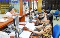 Công chức trong cơ quan hành chính ở cấp tỉnh, cấp huyện