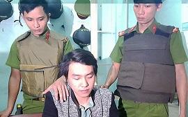 Hai tên cướp chém cảnh sát 113