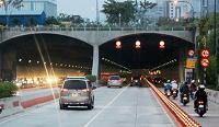 Ô tô vượt xe trong hầm đường bộ không đúng nơi quy định bị xử phạt như thế nào?