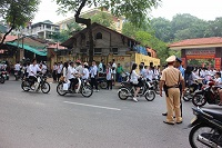 Tập trung đông người trái phép gây cản trở giao thông bị xử phạt như thế nào?