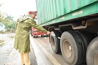 Xe tải lắp bánh lốp không đúng kích cỡ bị xử phạt như thế nào?