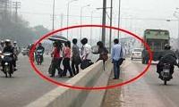 Xử phạt người đi bộ vi phạm quy tắc giao thông đường bộ