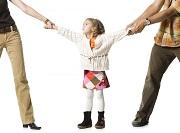 Hạn chế quyền của cha mẹ đối với con chưa thành niên được hiểu như thế nào?