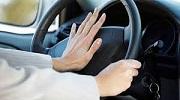 Bấm còi xe ở khu dân cư sau 22 giờ có vi phạm pháp luật không?