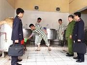 Chế độ mặc và tư trang của người bị tạm giữ, người bị tạm giam