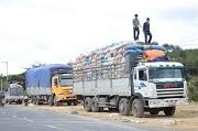Chở hàng vượt quá chiều cao xếp hàng cho phép đối với xe ô tô tải