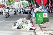 Đổ rác ra đường bộ không đúng nơi quy định bị xử phạt thế nào?