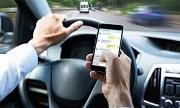 Lỗi sử dụng điện thoại di động khi đang điều khiển xe chạy trên đường