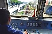 Nhân viên đường sắt trực tiếp phục vụ chạy tàu