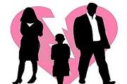 Quyền yêu cầu Tòa án hạn chế quyền của cha, mẹ đối với con chưa thành niên