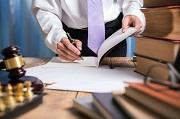 Quyết định việc thay đổi người giám định, người phiên dịch trong tố tụng canh tranh