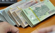 Thu tiền của người phải thi hành án dân sự đang giữ hoặc do người thứ ba giữ