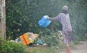 Xử phạt hành vi vứt rác không đúng quy định